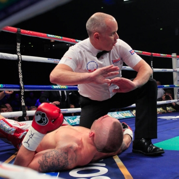 23-11-13PHONES4U ARENA, MANCHESTER.PIC;LAWRENCE LUSTIGCommonwealth Super Middleweight ChampionshipROCKY FIELDING v LUKE BLACKLEDGEFielding puts Blackledge down in the 1st rd and referee stops the fight